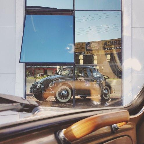 Domando os reflexos na frente do Hotel Faro em Taubaté