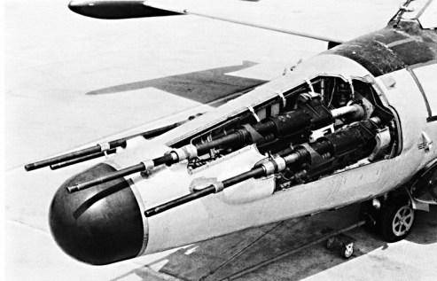 No primeiro arranjo de canhões, os Oerlikon ficavam com os canos mais expostos, e eram apenas quatro