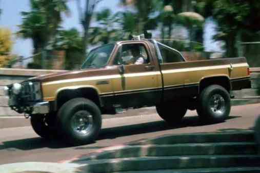 A Chevrolet que primeiro mostrou publicamente a moda das rodas enormes no Brasil (imdb.org)