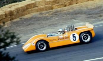 Denny Hulme e o McLaren M8A-Chevrolet