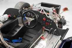 Cockpit do McLaren M1B de 1966 (car-revs-daily.com)