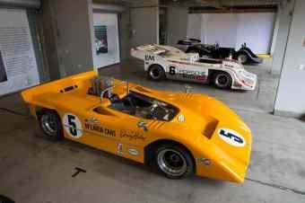 McLaren M8A-Chevrolet ao lado do Porsche 917/10 e do Shadow