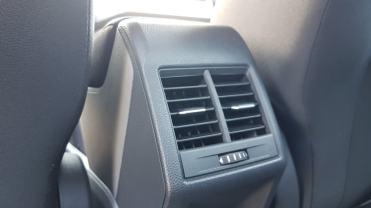 ...saída de climatização para o espaço traseiro