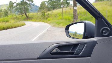 Ajuste manual dos espelhos externos, isso precisa mudar