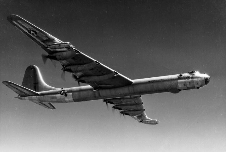 Convair B-36 Peacemaker. 6 motores radiais P&W R-4360 e 4 turbojatos GE J47 para decolagem (acesflyinghigh-files.wordpress.com)