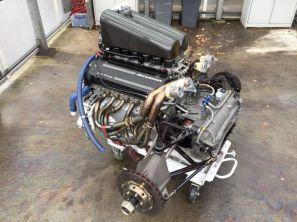 Motor e transeixo montados, extremamente compactos (oppositelock)