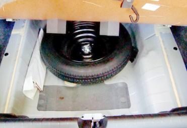 Estepe temporário e mais espaço para objetos; tanque de combustível pequeno: 46 litros