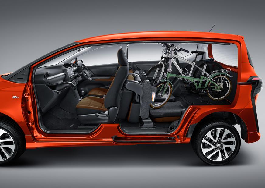 2016 Indonesia International Motor Show Toyota Sienta