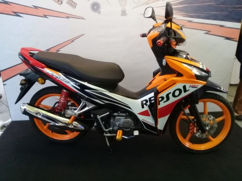 small resolution of available in three colours the wave dash fi is priced at rm5 860 s type rm6 178 r type and rm6 337 repsol edition all come with a 2 year 20 000km