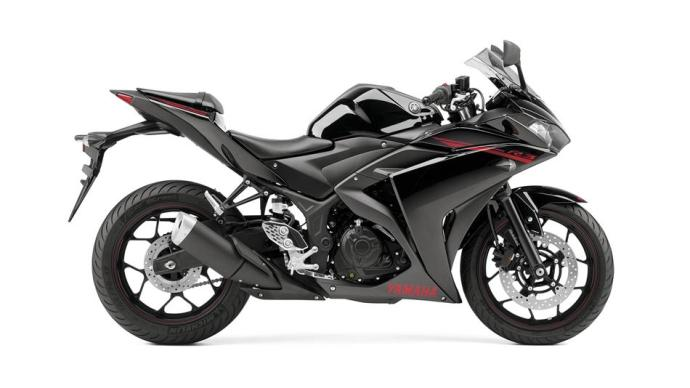 2015-Yamaha-YZF-R320-EU-Midnight-Black-Studio-002