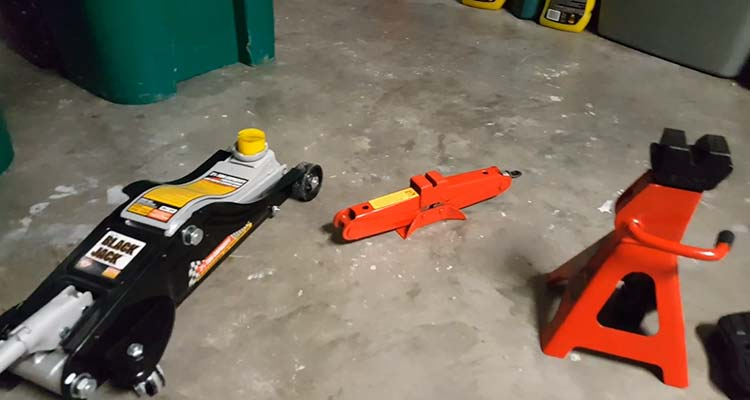 How To Jack Up A Car With A Floor Jack 1