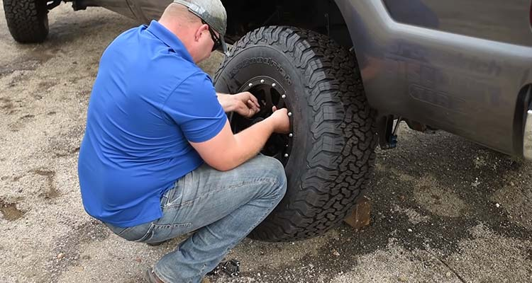 Safely Jacking Up A Truck To Change Tires 6