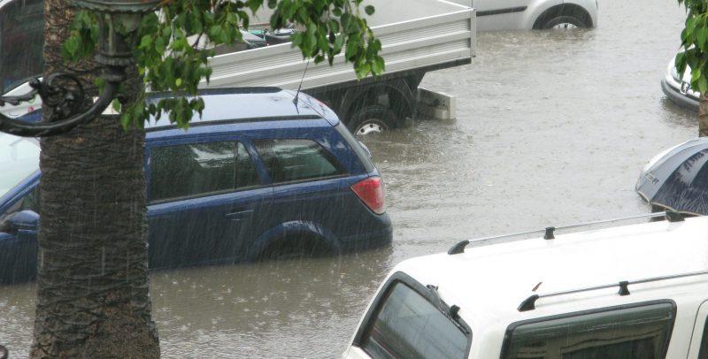 Auto unter Wasser