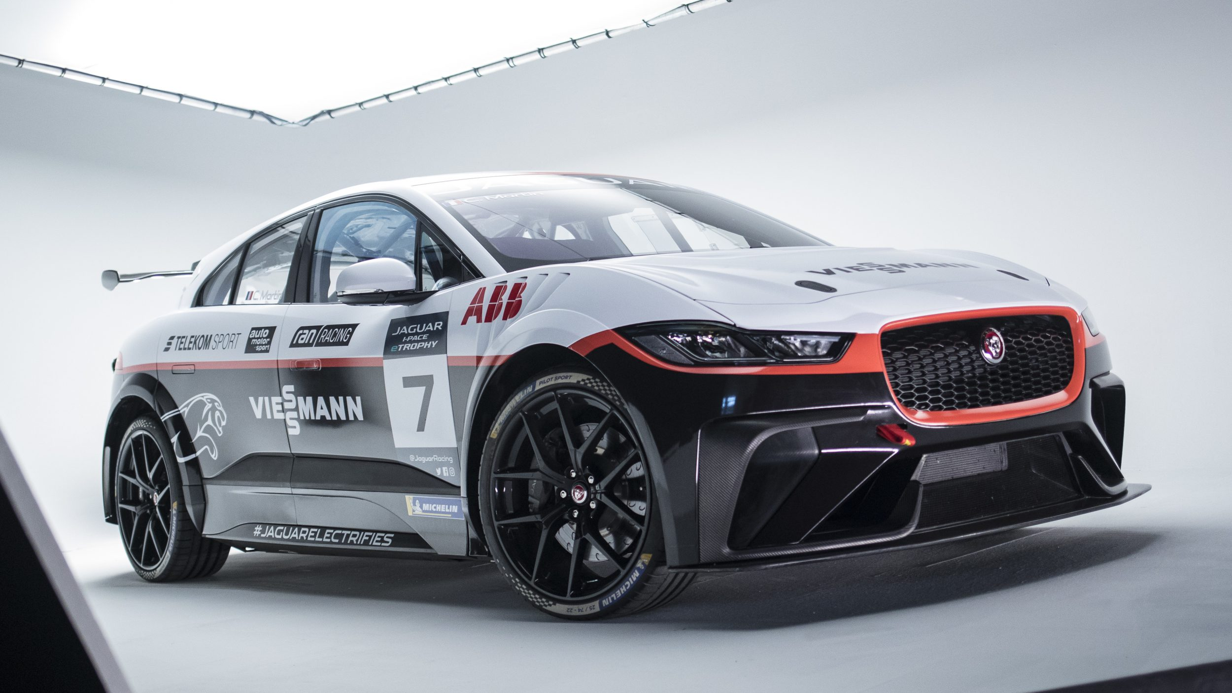 Jaguar I-Pace e-Trophy des Viessmann-Teams Germany_vorne