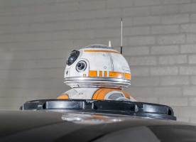 NISSAN ROGUE (X-TRAIL) – POE DAMERON'S X-WING WITH BB-8