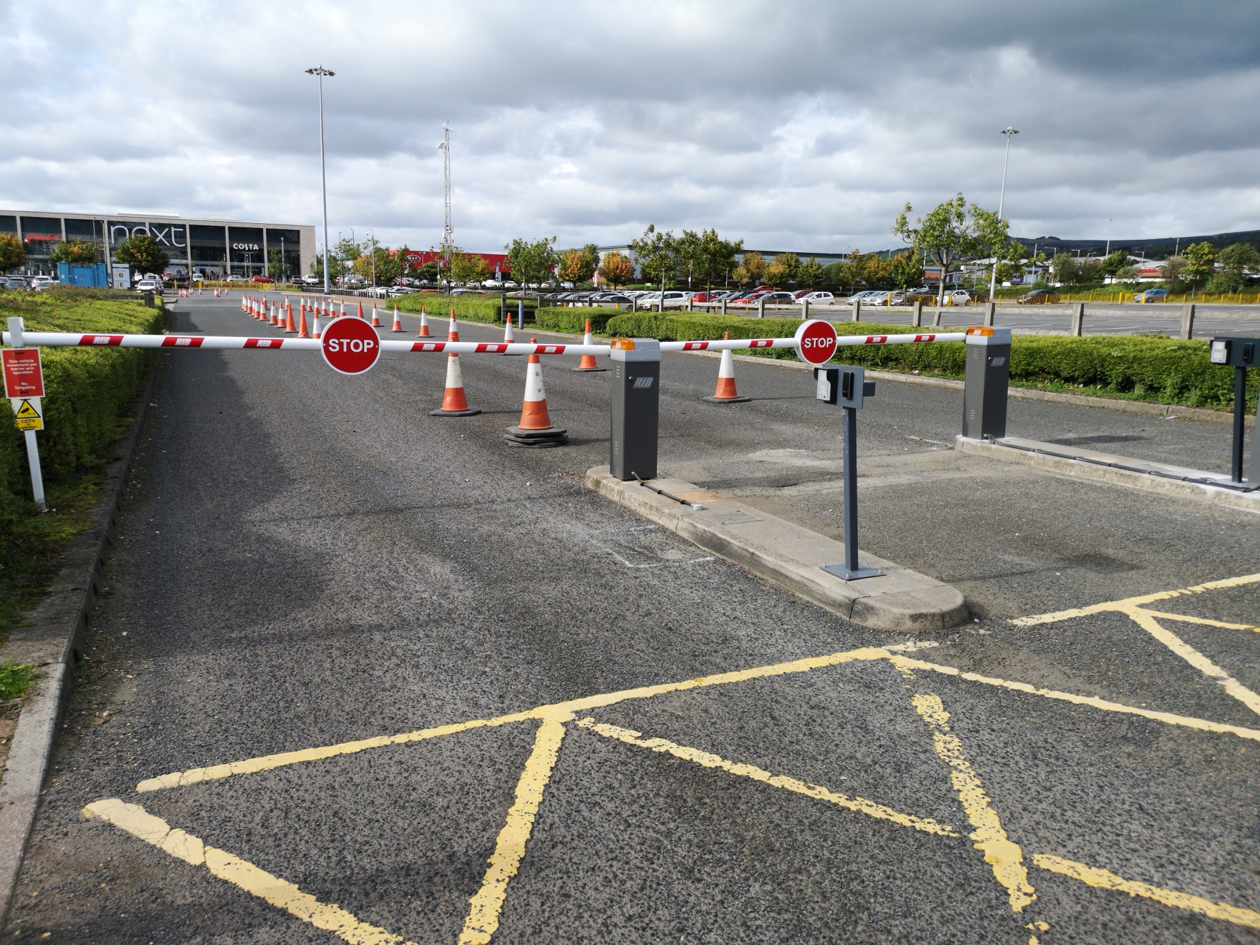 Automatic Barriers Car Park Barriers Traffic Barriers - Car show display barriers