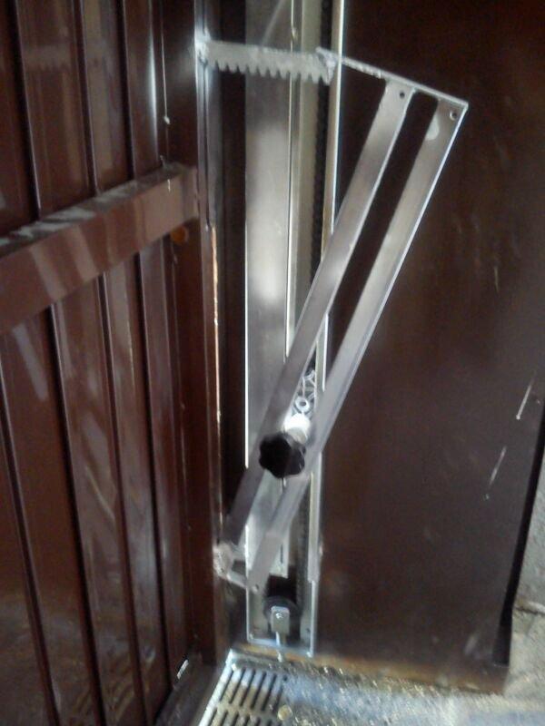 Automatizacin de puerta basculante  Automatismos KV