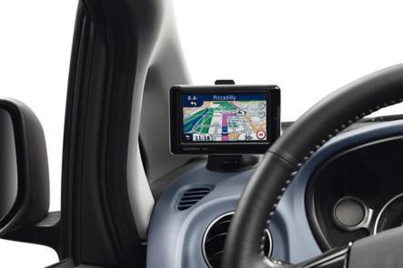 En option, un système de navigation peut-être intégré à la planche de bord de la Peugeot iOn