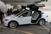 tesla-model-x-launch-022-2040.0