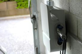 La prise pour le cable de recharge