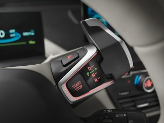 Les commandes de bord de l'i3, a côté de l'écran de contrôle.
