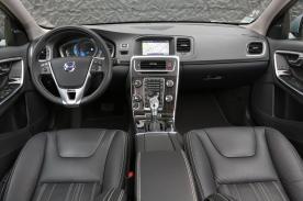 Les places conducteur et passager de la Volvo V60 Plug-In Hybrid.