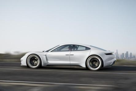 Porsche Mission E : une 4 portes électrique signée Porsche !