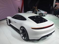 L'arrière de la Porsche Mission E