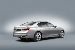 BMW to Electrify Geneva with 740e Plug-in Hybrid, i8 Protonic Red