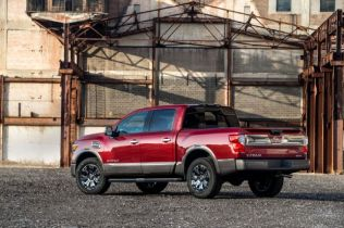 2017 Nissan Titan Half-Ton Offers 3 Cab Configurations, 3 Bed Lengths