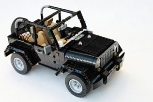Support this LEGO Jeep Wrangler to make it a reality