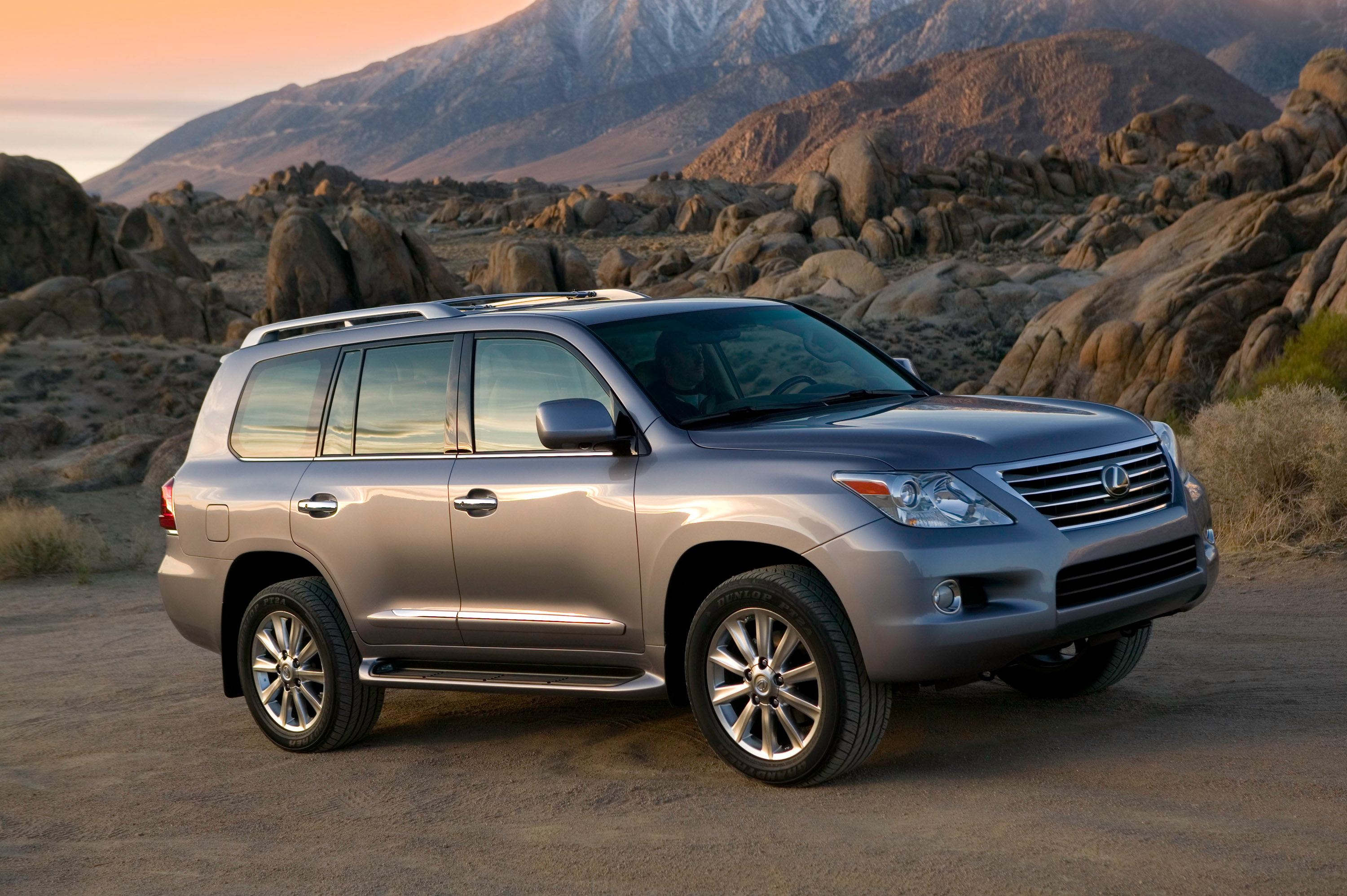 2010 Lexus LX 570 packs new features and vision