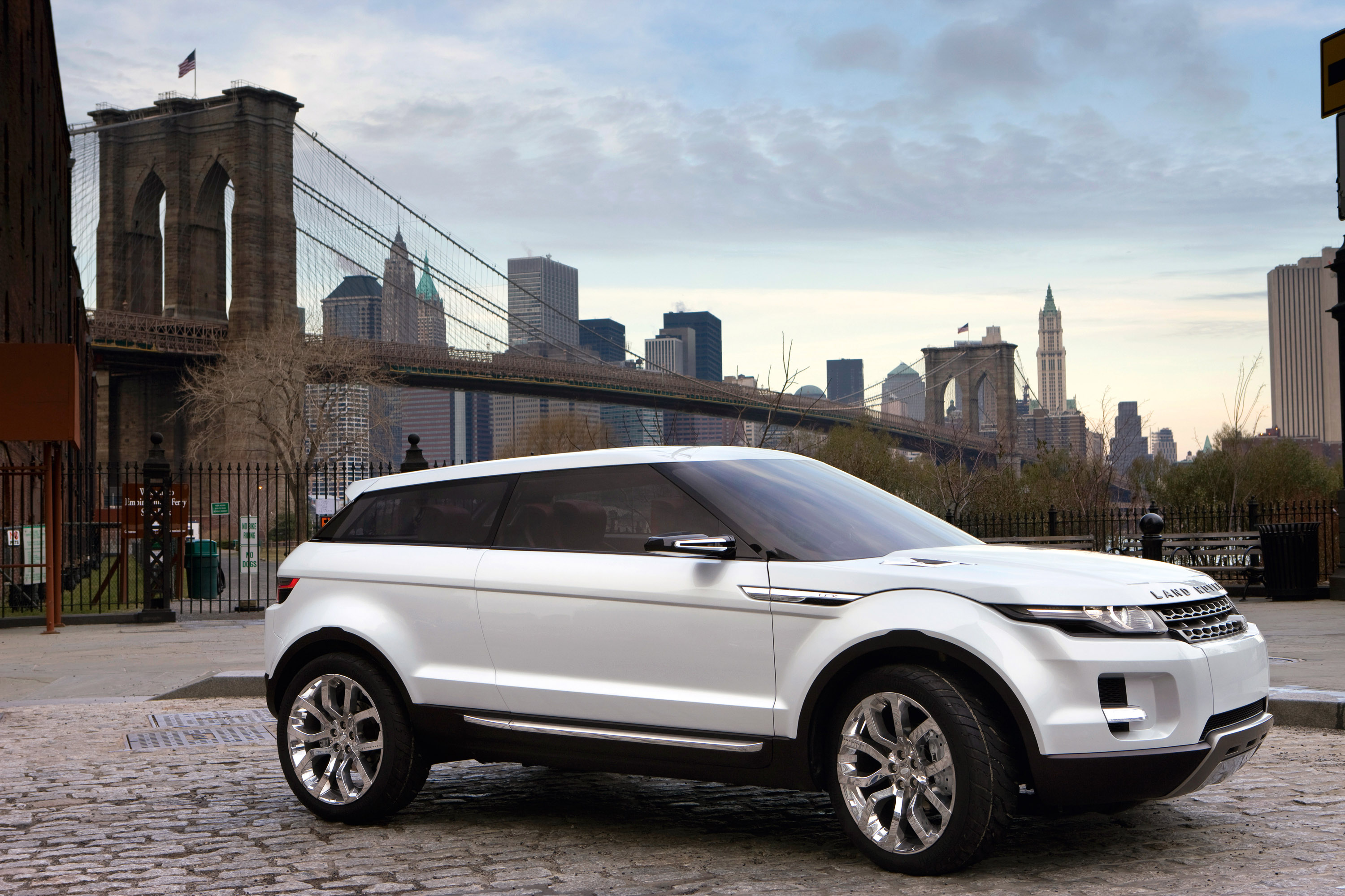 Range Rover LRX concept confirmed for production