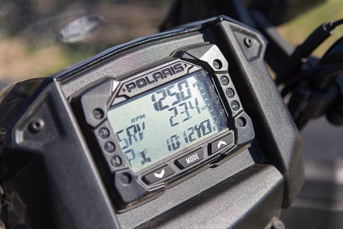 «Туринг» оснащен цифровой приборной панелью, спидометром, одометром, тахометром, двумя счётчиками пробега, индикатором диагностики, индикатором передачи, индикатором уровня топлива, индикатором перегрева/низкого заряда аккумулятора
