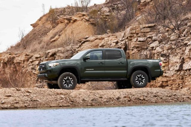 The Toyota Tacoma TRD Lift Kit contains new single-tube Bilstein shock absorbers.