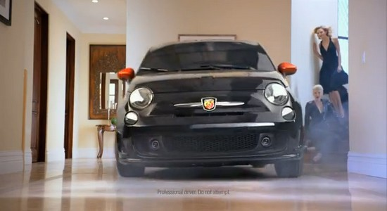 usa charlie sheen fait la pub de la 500 abarth automotive marketing. Black Bedroom Furniture Sets. Home Design Ideas