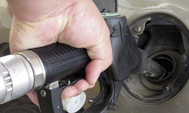 Nel 2018 rincari carburante da 415 euro per ogni famiglia