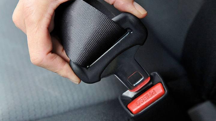 Auto in coda: Le cinture di sicurezza sono comunque obbligatorie