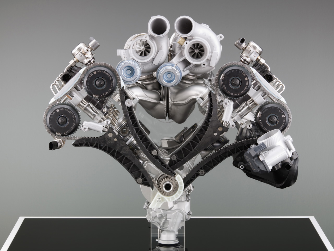 hight resolution of part of a bmw x6m engine