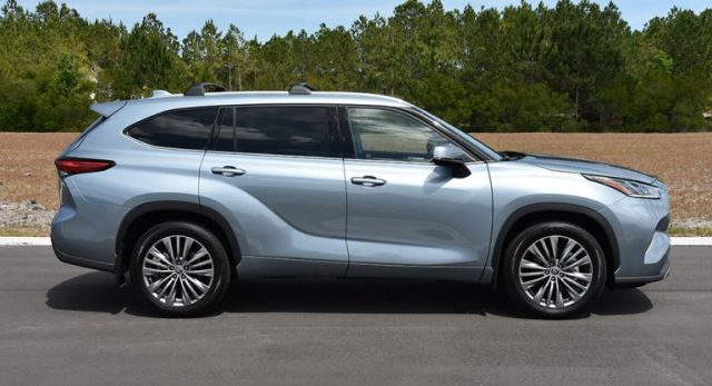 2020 toyota highlander platinum side