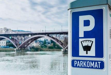 Prywatne parkomaty – jak działają i jakie przepisy ich dotyczą?