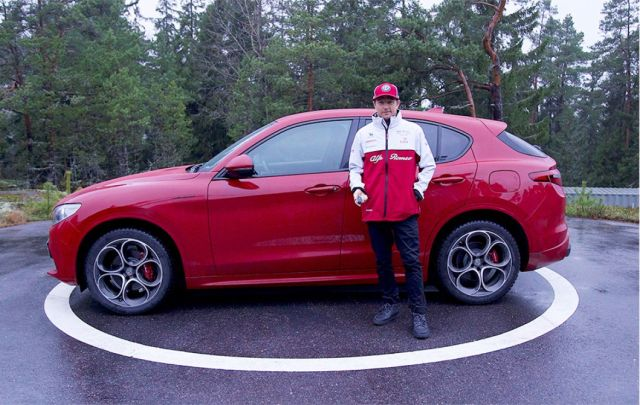 Kimi Raikkonen in vacanza con l'Alfa Romeo Stelvio.