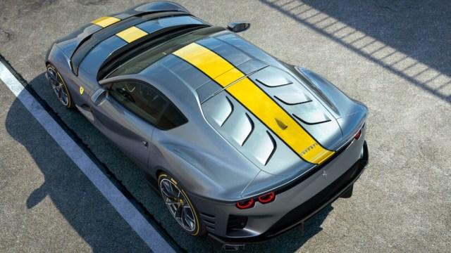 Ferrari 812 SuperFast versione speciale posteriore