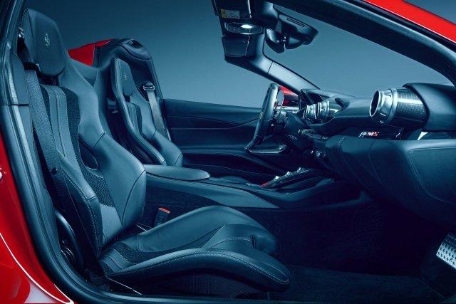 Ferrari 812 GTS Novitec interni