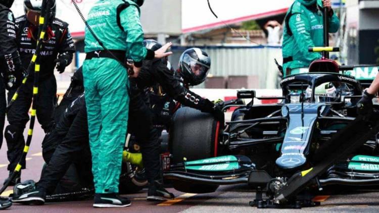 GP Monaco, Bottas incredibile ritiro: che disastro al pit stop