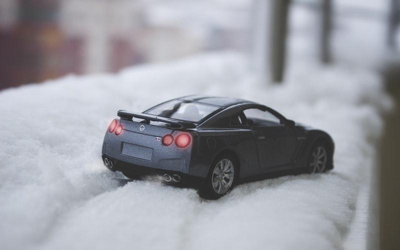 ¿Es verdad que hay que dejar que el coche se caliente en invierno?