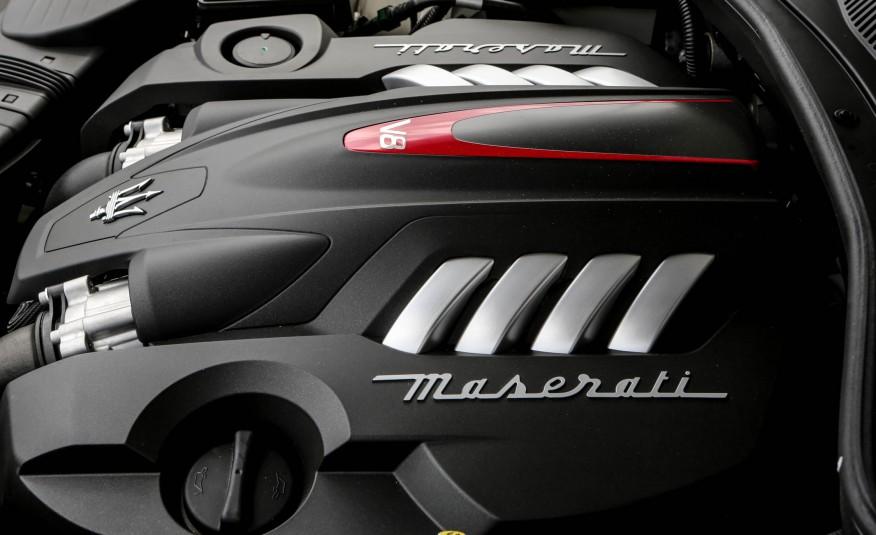 2017-Maserati-Quattroporte-GTS-193-876x535