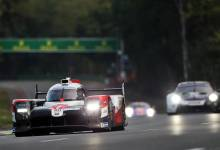 Photo of Pechito López en busca de la bandera de cuadros en Le Mans