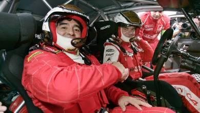Diego Maradona con Sebastien Loeb