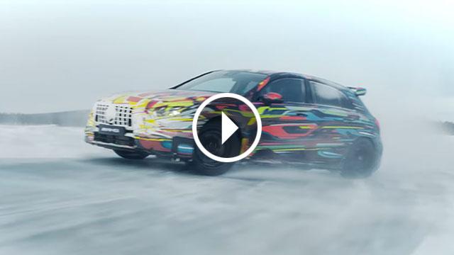 Mercedes-AMG A 45 pokazao kako se drifta na ledu